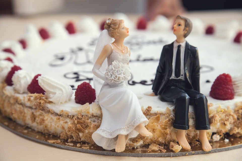 wedding cookie with couple statues